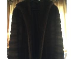 Julien Lachaux Antiquités - Beaune - Les vêtements de luxe
